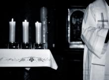 Priest during Mass, Gordan / Shutterstock.com