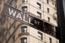 Wall Street sign, Vacclav / Shutterstock.com