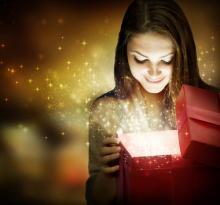 Photo: Christmas gift, © Subbotina Anna / Shutterstock.com