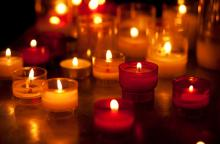 Candles photo, Ekaterina Pokrovsky / Shutterstock.com