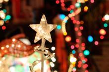 Photo: Christmas lights: © Jorge Salcedo / Shutterstock.com
