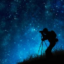 Photo: Star gazing, © MR.LIGHTMAN / Shutterstock.com