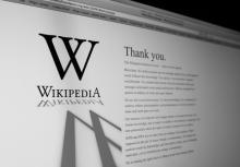 Wikipedia frontpage, Dusit / Shutterstock.com
