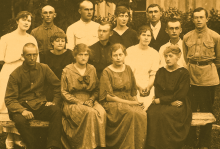 A photo taken in 1923 of the Mennonite church choir in Osterwick, Ukraine. There are 14 people in the photo, both men and women.