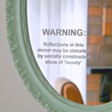 DIY mirror project via Dans Le Townhouse Blogspot