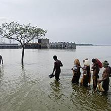 Padmapukur, Banglasdesh. © Jonas Bendiksen/Magnum Photos, 2009.