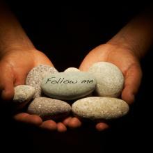 Follow me illustration, Jesus Cervantes / Shutterstock.com
