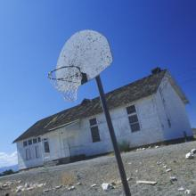 Dilapidated school, spirit of america / Shutterstock.com