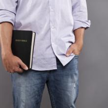 Photo: Man holiding a Bible, © Prixel Creative / Shutterstock.com