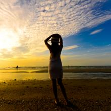 Photo: Young woman at the sea, Nuiiko / Shutterstock.com