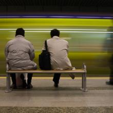 Photo: People waiting, © phototr  / Shutterstock.com