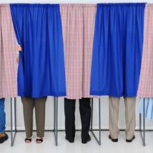 Photo: Voting booth, Steve Cukrov / Shutterstock.com