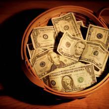 Giving basket, Suzanne Tucker, Shutterstock.com