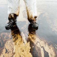 Oil spill cleanup, Arun Roisri / Shutterstock.com