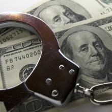 Handcuffs and money, Siarhei Fedarenka /Shutterstock.com