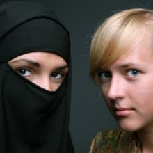 Muslim and Christian women, Anna Jurkovska / Shutterstock.com