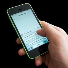 Text messaging, Dedi Grigoroiu / Shutterstock.com