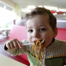 Child eating noodles, Chubykin Arkady / Shutterstock.com
