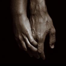 Holding hands, Mats Bergström / Shutterstock.com