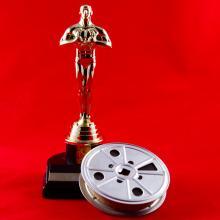 Oscar statue karenfoleyphotography / Shutterstock.com