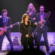 Kelly Clarkson performing in 2009. Anthony Correia / Shutterstock.com