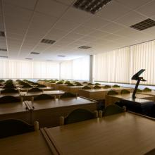 Photo: Empty classroom, Arcady / Shutterstock.com