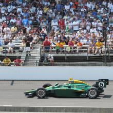 Indianapolis 500 in 2010, carroteater / Shutterstock.com