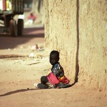 Photo: Child sitting in the dust in  Attila JANDI / Shutterstock.com