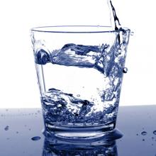 Cup of cold water, Gunnar Pippel / Shutterstock.com