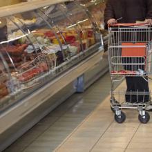 Grocery shopping budget, Picsfive / Shutterstock.com