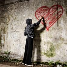 Graffiti artist photo, Warren Goldswain / Shutterstock.com