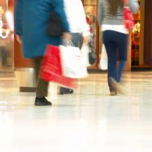 Photo: Holiday shopping, © Infomages / Shutterstock.com
