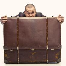 Excess baggage illustration, bezikus / Shutterstock.com