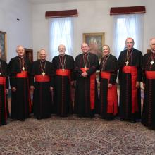 Cardinal Seán O'Malley and fellow cardinals pose for a formal photo. Photo via G